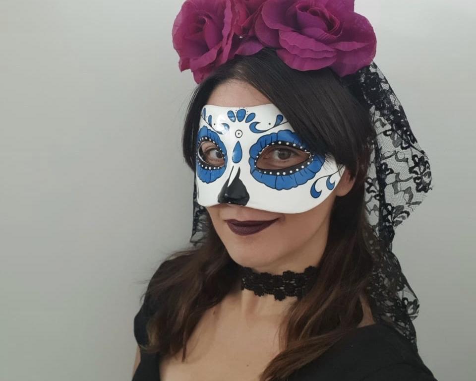 Larissa, @lari_vieirap vestida para o dia dos mortos.