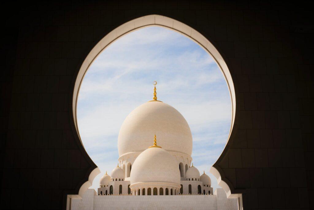 Ifriend; Como encontrar um guia local e ter experiências únicas Foto: sheikh zayed by pexels